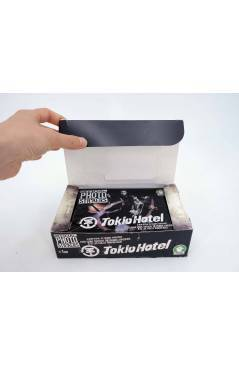 Contracubierta de TOKIO HOTEL. OFFICIAL PHOTO STICKERS COLLECTION CAJA CON 24 SOBRES (No Acreditado) Sabertooth Games 20