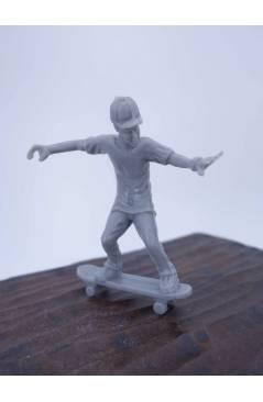 Muestra 1 de THE ORIGINAL AJ'S TOY BOARDERS. SKATE SERIES 1. BOLSA 24 SKATERS. MIX 2011. SKATEBOARD MONOPATIN (No Acredi