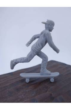 Muestra 2 de THE ORIGINAL AJ'S TOY BOARDERS. SKATE SERIES 1. 1. PUSHING 2011. SKATEBOARD MONOPATIN (No Acreditado) Alfa