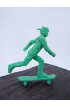 Muestra 4 de THE ORIGINAL AJ'S TOY BOARDERS. SKATE SERIES 1. 1. PUSHING 2011. SKATEBOARD MONOPATIN (No Acreditado) Alfa