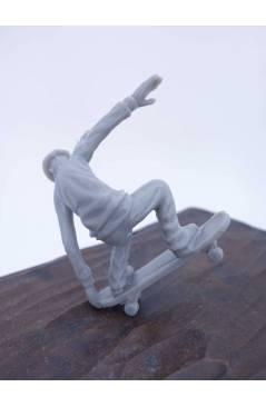 Muestra 2 de THE ORIGINAL AJ'S TOY BOARDERS. SKATE SERIES 1. 2. NOSE GRAB 2011. SKATEBOARD MONOPATIN (No Acreditado) Alf