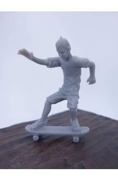 Muestra 1 de THE ORIGINAL AJ'S TOY BOARDERS. SKATE SERIES 1. 3. SMITH 2011. SKATEBOARD MONOPATIN (No Acreditado) Alfa Ro
