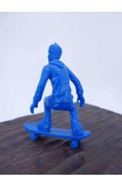 Contracubierta de THE ORIGINAL AJ'S TOY BOARDERS. SKATE SERIES 1. 5. CRUISING 2 2011. SKATEBOARD MONOPATIN (No Acreditad