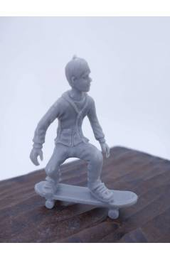 Muestra 1 de THE ORIGINAL AJ'S TOY BOARDERS. SKATE SERIES 1. 5. CRUISING 2 2011. SKATEBOARD MONOPATIN (No Acreditado) Al