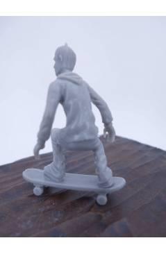 Muestra 2 de THE ORIGINAL AJ'S TOY BOARDERS. SKATE SERIES 1. 5. CRUISING 2 2011. SKATEBOARD MONOPATIN (No Acreditado) Al