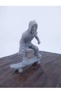 Cubierta de THE ORIGINAL AJ'S TOY BOARDERS. SKATE SERIES 2. 1. BOMBER. GRIS 2011. SKATEBOARD MONOPATIN (No Acreditado) A
