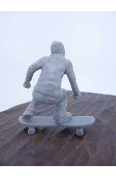 Contracubierta de THE ORIGINAL AJ'S TOY BOARDERS. SKATE SERIES 2. 1. BOMBER. GRIS 2011. SKATEBOARD MONOPATIN (No Acredit