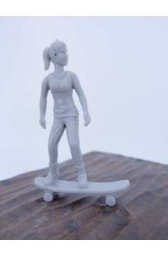 Cubierta de THE ORIGINAL AJ'S TOY BOARDERS SKATE SERIES 2. 3. GIRL CRUISING. GRIS 2011. SKATEBOARD MONOPATIN (No Acredit