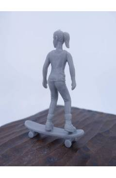 Contracubierta de THE ORIGINAL AJ'S TOY BOARDERS SKATE SERIES 2. 3. GIRL CRUISING. GRIS 2011. SKATEBOARD MONOPATIN (No A