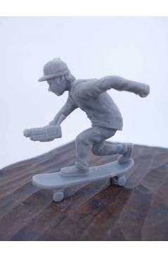 Cubierta de THE ORIGINAL AJ'S TOY BOARDERS. SKATE SERIES 2. 4. FILMER. GRIS 2011. SKATEBOARD MONOPATIN (No Acreditado) A