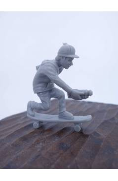 Contracubierta de THE ORIGINAL AJ'S TOY BOARDERS. SKATE SERIES 2. 4. FILMER. GRIS 2011. SKATEBOARD MONOPATIN (No Acredit