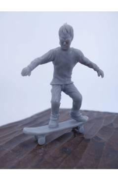 Cubierta de THE ORIGINAL AJ'S TOY BOARDERS. SKATE SERIES 2. 7. 50/50. GRIS 2011. SKATEBOARD MONOPATIN (No Acreditado) Al