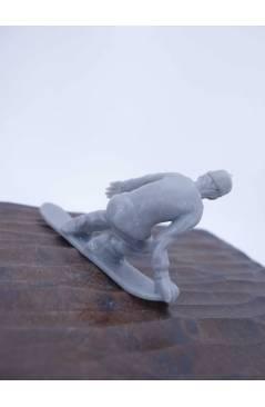 Muestra 3 de THE ORIGINAL AJ'S TOY BOARDERS. SNOW SERIES 1. BOLSA 24 SNOWBOARDERS. GRIS 2011. SNOWBOARD (No Acreditado)