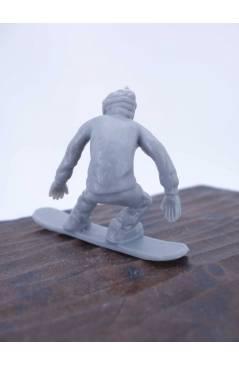 Muestra 7 de THE ORIGINAL AJ'S TOY BOARDERS. SNOW SERIES 1. BOLSA 24 SNOWBOARDERS. GRIS 2011. SNOWBOARD (No Acreditado)
