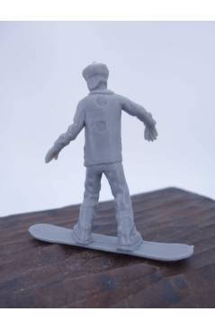 Muestra 2 de THE ORIGINAL AJ'S TOY BOARDERS. SNOW SERIES 1. 3. RAIL SLIDE 2011. SNOWBOARD PLÁSTICO (No Acreditado) Alfa